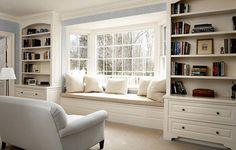 Пластиковое окно с широким подоконником-диваном