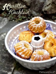 Karotten Mini Gugel   Zutaten für ca. 24 Küchlein  Tassen á 200ml  3 Tassen Mehl 1 PK Backpulver 1/2 Tasse gemahlene Haselnüsse 1 Tasse Zucker 1/2 TL Zimt...