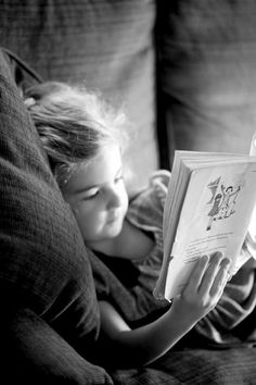 People Reading, Girl Reading Book, Kids Reading Books, Reading Library, Woman Reading, Love Reading, I Love Books, Good Books, Books To Read