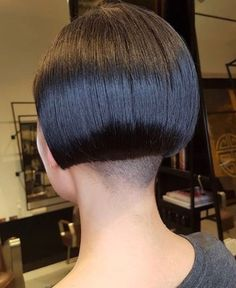 #hairdare #hairstyles #women Shaved Bob, Shaved Nape, Shaved Sides, Short Stacked Bobs, Angled Bobs, Straight Bangs, Short Bangs, One Length Bobs, Edgy Bob