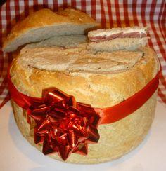 Mon deuxième pain surprise pour servir à l'apéritif pour Noël,version terre après la version mer et le pain polaire... Un pain bien levé à la farine spéciale pain de campagne (mélange de farine de blé et de farine de seigle) et farine spéciale pain aux...