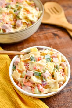 This easy Low Syn Hawaiian Pasta Salad is the perfect dish for barbecues, picnics and lunches. Slimming World and Weight Watchers friendly Slimming World Pasta, Slimming World Recipes Syn Free, Slimming Eats, Slimming World Lunch Ideas, Slimming Word, Diet Recipes, Cooking Recipes, Healthy Recipes, Slaw Recipes