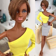 🇧🇷 Amo essa garota! Blusa by @itbarbiedoll - Brincos by @dollsdacarol - Carteira by @serenabarbie.top.model e Saia e sapatos by @barbie 🇧🇷 #barbieclassic #shorthair #style #lookdodia #lookoftheday #instafashion #blackdolls #blackbarbie #barbieblack #barbiecollection #barbiegram #barbiebasics #barbiedoll