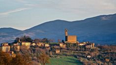 Poppi castle is an impressive landmark in CASENTINO valley. Now it host a museum about middleage and the BATTLE of CAMPALDINO (mentioned by Dante in the Divine Comedy)