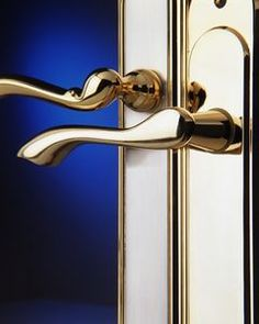 How to Clean Brass Door Handles - works and smells great! A huge improvement over the vinegar solution I was using before.