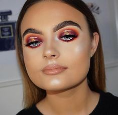 Bold Makeup Look | Orange Gold Eyeshadow | Glowy Flawless Skin | Nude Lipstick and lipgloss | Highlight and Contour | Spotlight Eye look | Gold Liner Fleeky Instagram Brows | Makeup for Blue Eyes | Heavy Glam Makeup Look #orange #eyeshadow #gold #liner #eyemakeup #flawless Pin: @amerishabeauty