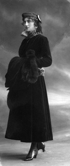 14 December 1915 Amy Marguerite Brandon-Thomas by Bassano Ltd whole-plate glass negative, Edwardian Era, Edwardian Fashion, Victorian, Historical Costume, Historical Clothing, Mode Vintage, Vintage Ladies, Vintage Photographs, Vintage Photos