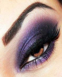 Billedresultat for punk makeup Abgerechnet für Punk-Make-up Purple Smokey Eye, Smoky Eyes, Purple Eye Makeup, Purple Eyeshadow, Eye Makeup Tips, Makeup For Brown Eyes, Makeup Trends, Beauty Makeup, Hair Makeup