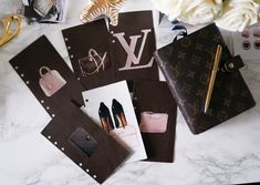 DIY Louis Vuitton Dividers for my Louis Vuitton mm agenda. Louis Vuitton Agenda, Louis Vuitton Mm, Louis Vuitton Handbags, Louis Vuitton Monogram, Agenda Planner, Life Planner, Planner Ideas, Planner Dividers, Planner Organization