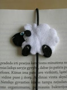 Bookmarks collection from around the world: Very cute sheep :) Sheep Crafts, Felt Crafts, Diy Crafts, Felt Bookmark, Bookmark Craft, Cute Lamb, Cute Sheep, Book Markers, Felt Patterns