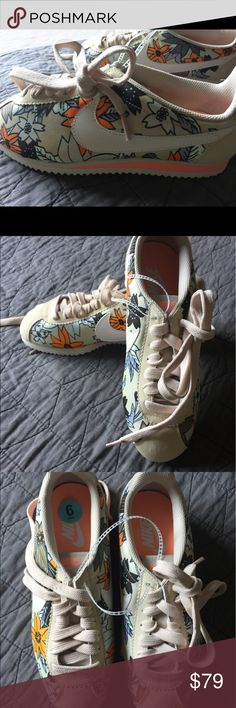 🌴 Woman's New Nike Tropical Coral Floral Sneaker Rare New Nike Coral and Flower Design Nike Shoes Athletic Shoes
