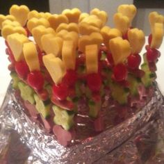 Shape Kabobs with cheese, tomatoes, cucumber & ham Cute Food, Good Food, Yummy Food, Buffet, Best Party Food, Birthday Treats, Food Humor, Cooking With Kids, Healthy Treats