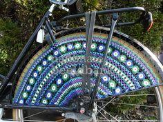 gehaakte Staphorster jasbeschermer voor een damesfiets/ crochet Staphorster coat protector/ skirt guard for a ladies' bicycle