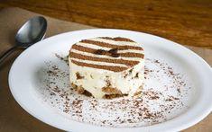 Tiramisù: Aprenda a fazer o doce italiano mais famoso em 7 passos Tiramisu, Cooking Recipes, Candy, My Favorite Things, Ethnic Recipes, Desserts, Vespa, Chocolates, 1