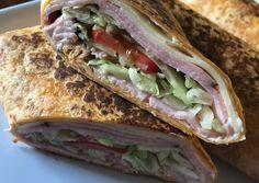 Tortilla tekercs minden jóval 🌯 Tortillas, Diet Recipes, Hamburger, Pizza, Sandwiches, Tacos, Food And Drink, Easy Meals, Mexican