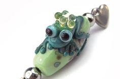 Lampwork-Glas-Anhänger Froschkönig von glückskind-design auf DaWanda.com Glass Jewelry, Glass Beads, Jewelry Necklaces, Shops, My Glass, Lampwork Beads, Belly Button Rings, Etsy, Design