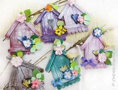 DIY Adorable House Magnets From Popsicle Sticks. Lolly Stick Craft, Diy Popsicle Stick Crafts, Popsicle Stick Houses, Diy And Crafts, Crafts For Kids, Arts And Crafts, Diy Recycling, Basket Crafts, Diy Ostern