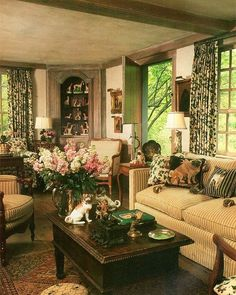 Vintage Decor Living Room Cozy French Country Living Room Decor Ideas 02 - Living rooms are essential to every home and deserve all the attention, budgets and facilities you can think of. Living Room Decor Country, French Country Living Room, French Country Cottage, French Country Style, Rustic French, English Living Rooms, Tuscan Living Rooms, Country Décor, English Style