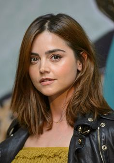 Jenna Coleman Style, Queen Victoria Prince Albert, Doctor Who Companions, Square Face Hairstyles, David Tennant Doctor Who, Clara Oswald, Donna Noble, Square Faces, Maisie Williams