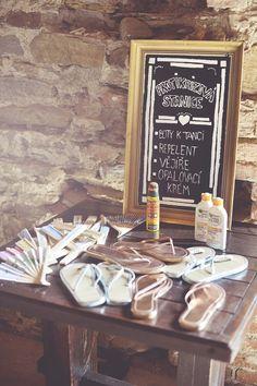Rustikální svatba nemusí být jen váš sen. Poradíme vám pár triků, díky kterým připravíte parádní svatební den pro sebe i své hosty.