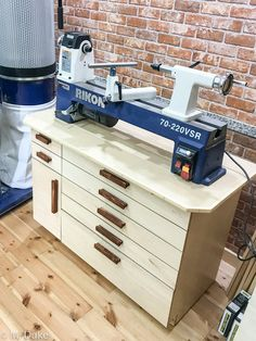 Simple Lathe Cabinet with Drawers Diy Lathe, Wood Lathe, Wood Turning Lathe, Turning Tools, Wood Shop Projects, Wood Turning Projects, Woodworking Workshop, Woodworking Tips, Garage Shop Plans