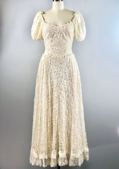8aa357d7454c Vintage 1970s Creamy White Lace Gown Dress Romantic Beach Wedding Garden 35  bust
