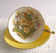 Vintage Aynsley china tea cup and saucer, made in England. Stunning yellow outside, inside the bowl the cup is hand painted with primrose and signed by the artist, S. Bentley. It is in good condition, no chips, cracks. Please Note: The items I sell are not new, they are vintage or antiques, it goes without saying that there maybe some imperfections which I will try my best to point out and take pictures of. I do not look at my items under a microscope, but I do the best I can to describe ...