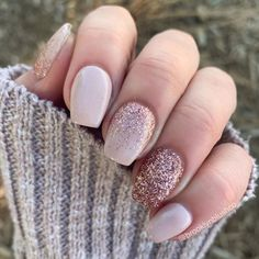 Gold Acrylic Nails, Gold Nail Art, Nail Art Rose, Neutral Nail Art, Glitter Nail Art, Rose Gold Nails, Pink Sparkle Nails, Baby Pink Nails With Glitter, Gold Manicure