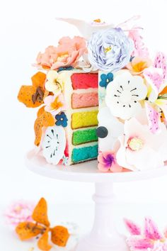 This DIY sugar flower cake is perfect for weddings, bridal showers, birthdays, Easter and more! Learn how to make one today! Pretty Cakes, Beautiful Cakes, Amazing Cakes, Edible Flowers, Sugar Flowers, Cupcakes, Cupcake Cakes, Star Cakes, Love Cake
