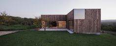 Ricardo Torrejón and Arturo Chadwick have designed a weekend house called CML House. Located in Chile, the house measures Architecture Résidentielle, Cabinet D Architecture, Contemporary Architecture, Wooden Cladding, Wood Facade, Weekend House, Outdoor Retreat, House And Home Magazine, Indoor Outdoor
