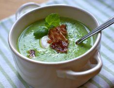 Grønne erter har du kanskje i fryseren året rundt. En varmende suppe full av grønn plantekraft er nydelig når høststormene setter inn, eller du... Cheeseburger Chowder, Soup, Pudding, Desserts, Tailgate Desserts, Deserts, Custard Pudding, Puddings, Postres