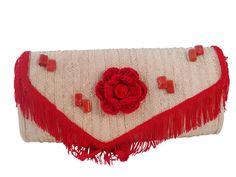 A DISTINCTIVE CLUTCH - Handmade straw bag