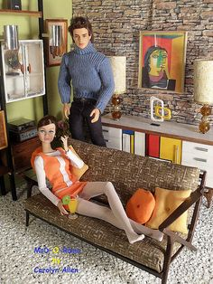 1:6 Scale Living Room Diorama with Fashion Royalty Dolls