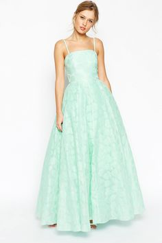 8+Ball+Gowns+That+Will+Make+You+Feel+Like+A+Princess+On+Prom  - Seventeen.com