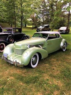 American Classic Cars, Old Classic Cars, Classic Auto, Cord Automobile, Motos Retro, Roadster, Classy Cars, Classic Motors, Unique Cars