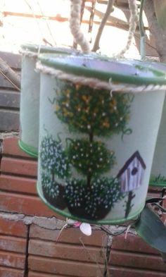 Latas recicladas pintadas con acrilicos