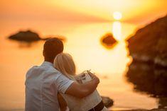 Dbaním na uspokojenie potreby vzájomnej pozornosti sa medzi partnermi posilňuje puto. Vacation Resorts, Vacation Spots, Relationship Problems, Relationship Goals, Famous Places In France, Beach Watch, Beach Pink, Broken Love, Important Life Lessons