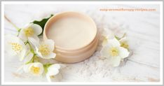 This natural face moisturizer recipe makes a really effective homemade face cream that hydrates, protects and balances combination skin. Homemade Face Moisturizer, Natural Face Moisturizer, Face Scrub Homemade, Moisturizer For Dry Skin, Homemade Facials, Homemade Skin Care, Homemade Beauty, Cleanser For Combination Skin, Diy Beauty Face