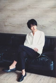 Waiting me honey? Cute Japanese Boys, Japanese Men, Kentaro Sakaguchi, Kento Nakajima, L Dk, Kento Yamazaki, Drama, Artists And Models, K Idols