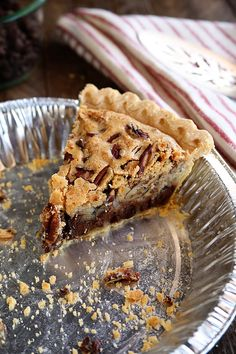 This Kentucky Pecan Pie is a staple dessert on our Thanksgiving table, but is delicious any time of year! This classic easy recipe is cross pecan a pecan pie and a chocolate chip cookie! It's great served warm with a bog ol' scoop of vanilla ice cream! Fall Desserts, Just Desserts, Dessert Recipes, Tart Recipes, Easy Pie Recipes, Apple Desserts, Mary Berry, Cheesecakes, Chocolate Chip Cookie Mix