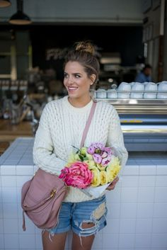 Love the darky pinky-nude lipstick and nude eyes with the pink bag,,cream jumper and denim shorts... Plus these flowers are gorgeous!