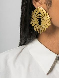The beautifully intricate Lotus earrings are the ideal accessory to give a simple traditional outfit a glamorous upgrade. The perfect accessory to tote to a destination wedding, they will ensure you look nothing short of spectacular! Dimension: 6.3cm (height) X 6cm (width)