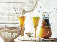 Dit�heerlijke�Zomerweek-recept in combinatie met het zonnige lenteweer brengt ons al helemaal in de zomerstemming.� Je eigen cava sangria is in een handomdraai gemaakt. Leuk voor bij een avond vol tapas of gewoon gezellig met je vriendinnen.�Duik snel de keuken in!�