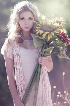 Don't love those exact flowers but large ones for sure. Emily Soto