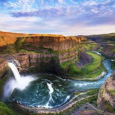 Palouse Falls, Palouse Falls State Park, WA. Photo courtesy of globaltouring on Instagram.                                                                                                                                                     Más