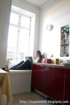 window seat in the kitchen!