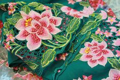 peranakan embroidery - image source: http://polkaros.com/blog/category/travel/page/2/