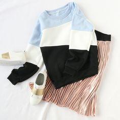 Sweatshirt + skirt outfit!