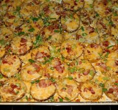 Twice Baked Potato Rounds- YUM! I'm good at making twice baked potatoes, and can't wait to give these a try! Potato Dishes, Potato Recipes, Vegetable Recipes, Food Dishes, Side Dishes, I Love Food, Good Food, Yummy Food, Tasty