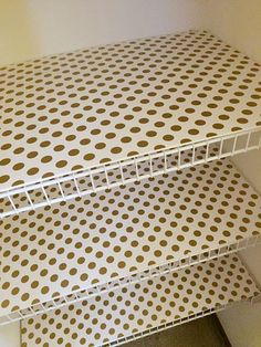 Linen Closet - cover the wire shelving I grabbed 4 pieces of foam board from the dollar store, covered it with wrapping paper Wire Pantry Shelves, Wire Shelving, Closet Shelves, Cabinet Shelving, Bathroom Shelves, Bathroom Storage, Bathroom Ideas, Covering Wire Shelves, Papel Contact